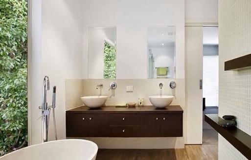 Správná feng shui koupelna má dostatek světla.