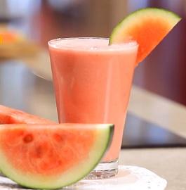 Vyberte si některý z našich melounových receptů a osvěžte se v horkém dni.