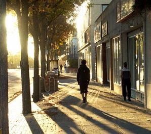 Slunce vás dožene i ve městě. Jak na ochranu před jeho paprsky?