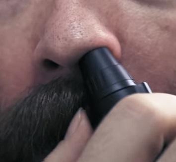 Jak zatočit s chloupky v nose?