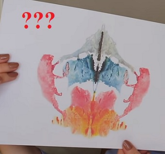 Co vše o vás říká reakce na inkoustovou skvrnu? To odhaluje Rorschachův test.