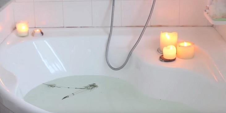 Zkuste vanu obohatit o několik svíček, relaxační účinek bude ještě vyšší.