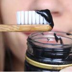 Aktivní uhlí na zuby – recept na domácí zubní bělící pastu s aktivním uhlím – jak ji vyrobit?