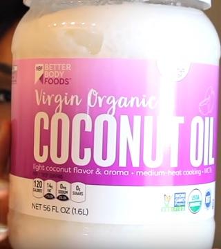 Kokosový olej na zácpu i lepší zažívání. Funguje? A jak ho použít?