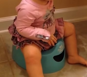 Jak je to s barvou stolice u malých dětí, kojenců a miminek?