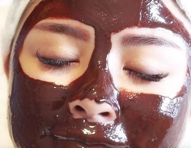 Zkusíte čokoládovou masku na obličej i vy?