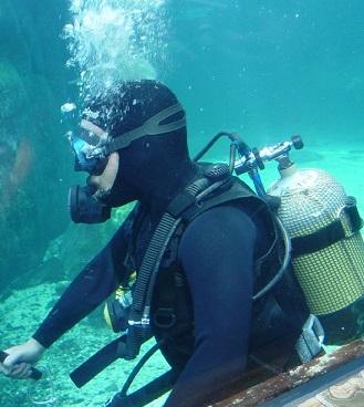 Dekompresní nemoc je častá například u potápěčů.