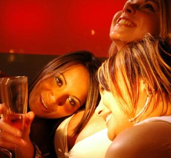 Ženské kruhy je setkání žen, kde se ženy dostávají do kontaktu se svou životní, ženskou i sexuální energií.