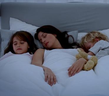 Dítě nám kazí sex: Spí s námi v ložnici!