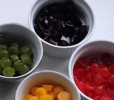 Experimentujte s barvou, druhy džusů i množstvím sladidla.
