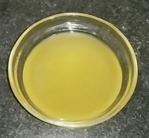 Takto nějak může vypadat olej z rostlinky Aloe Vera.