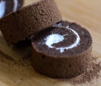 Takto může čokoládová roláda vypadat.