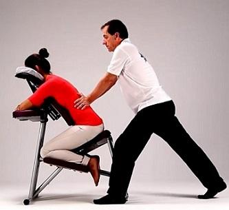 Amma masáž se dá praktikovat v sedě, i v leže.