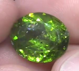 Jaké účinky na tělo mysl může mít krásně zelený olivín?