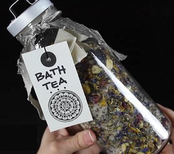 Jak si doma udělat bylinkovou koupel?