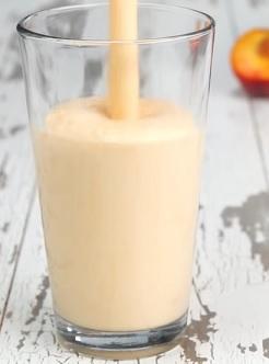 Jarní lahodné smoothie s ovocem a bylinkami