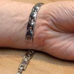 Magnetické náramky – mohou nějak pomoci s bolestí?
