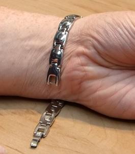 Magnetické náramky - mohou nějak pomoci s bolestí?