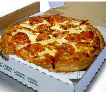 Ano, pizza patří mezi jídla, na které si můžete vypěstovat závislost. Nesbíhají se vám sliny při pohledu na tento obrázek?