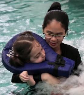 Vodní léčba se dá při terapii spinální svalové atrofie využít.