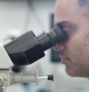 Mohsova chirurgie je léčba volby pro vysoce rizikové rakoviny kůže.