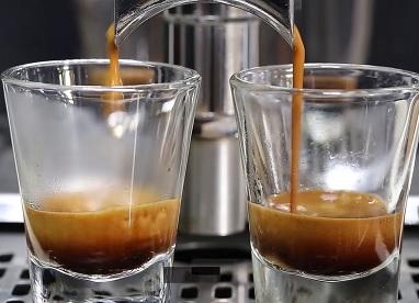 Kdy může přijít k předávkování kofeinem?