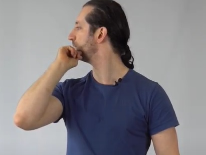 Zkuste cvik rotace krku