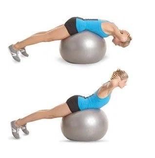 Zkuste i tento cvik na fitness míči při lordóze.