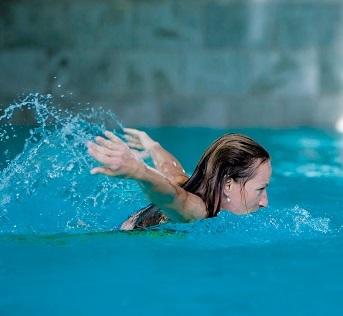 Třeba plavání je na posílení imunity naprosto super