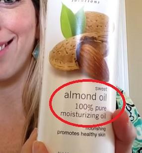 Mandlový olej je údajně jedním z nejlepších stimulátorů růstu vlasů. Zábaly jsou vhodné zejména na suché, krepaté a kudrnaté vlasy.