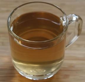Dejte si v zimě šálek příjemně teplého čaje.