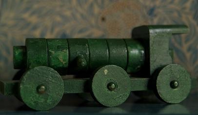 Staré hračky byly často natírány barvami s olovem. Dnes se ale s takovými hračkami už asi nesetkáte