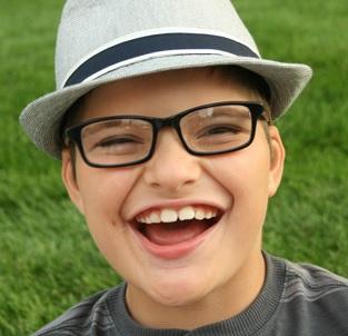 Postižené děti jsou popisovány jako společenské a mají šťastnou náladu, často se smějí.