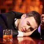 Alkoholové poškození jater (onemocnění jater souvisejících s alkoholem) – příznaky, příčiny a léčba