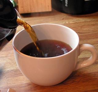 To, že káva dehydratuje, je jeden z nejrozšířenějších mýtů o nealkoholických nápojích
