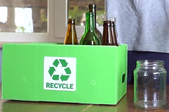 Recyklát, tedy výsledek procesu recyklace skla, se používá jako přísada při výrobě skla nového.